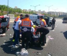 זירת התאונה - תאונה בין משאית ו-2 רכבים: הרוגה ופצוע