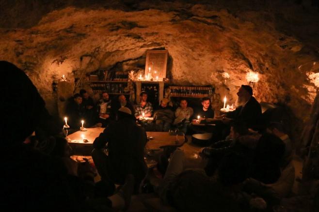חבורת לומדי הזוהר במערה • גלריה מיוחדת