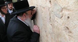 הרבי מלעלוב בחברון ובקבר רחל