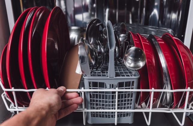 מדיח כלים או שטיפה ידנית - מה עדיף?