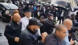מקלב מחולץ מביתו בהפגנות הקודמות
