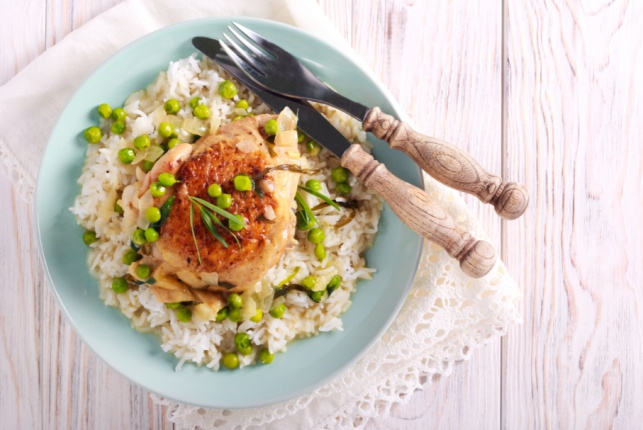 תבשיל עוף ואפונה בסיר אחד של אושרית אברג'יל