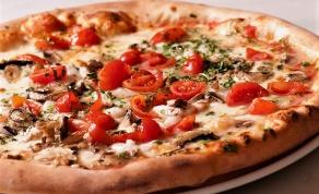 קולסלאו כרוב שמגישים עם פיצה