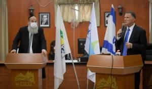 ראש העיר בני ברק אברהם רובינשטיין ושר הבריאות יולי אדלשטיין לפני כשבועיים