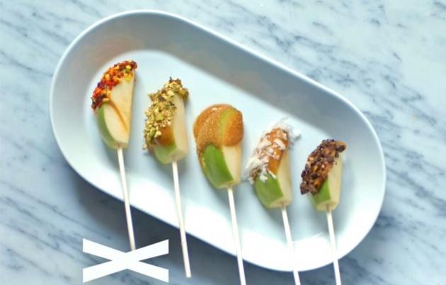 חטיף תפוחים בציפוי קרמל ומגוון תוספות