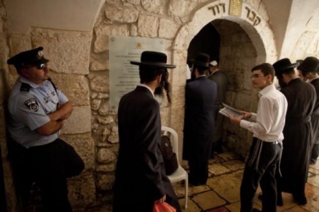 בושה: תיפלה נוצרית בקבר דוד