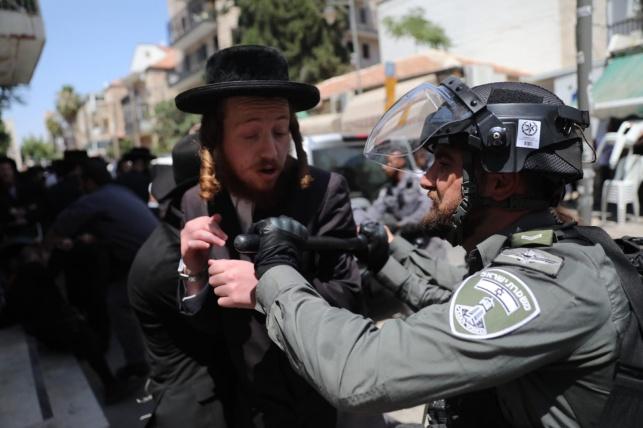 שינוי דרמטי בהתנהגות השוטרים בהפגנות