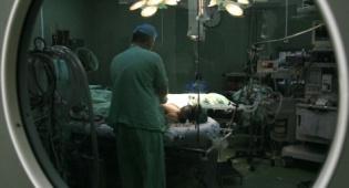 רופא. ארכיון - רופא במשקל כבד נפצע במגלשת מים ויפוצה