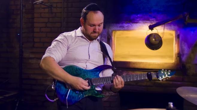 חיים בוקצ'ין בקאבר גיטרה: שיר למעלות