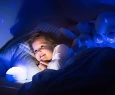 מחקר חדש: שינה עם חשיפה לאור גורמת לדיכאון