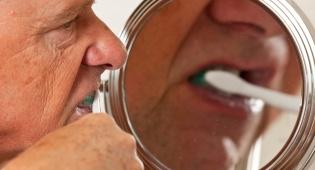 צחצח את שיניו ובלע את... מברשת השיניים
