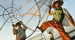 גלריה צבעונית: עיר הבירה של בורמה בעדשת המצלמה