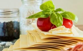 תבשיל פסטה וטונה עם עגבניות שרי וזיתים - לקחנו את הלזניה והפכנו אותה למשהו אחר לגמרי