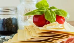 תבשיל פסטה וטונה עם עגבניות שרי וזיתים