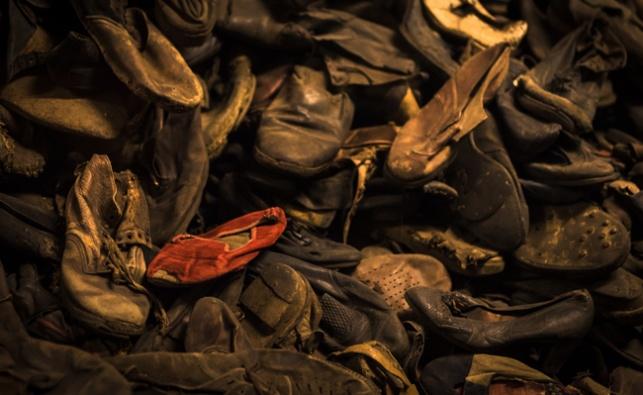 נעליים של נספים בשואה. ארכיון