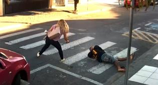 איים בנשק על ילדים - ונוטרל על ידי אישה