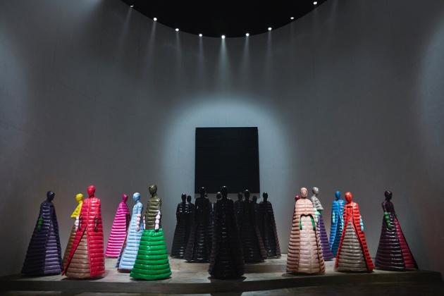 הפרזנטציה של שמלות הפוך.
