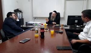 אזולאי והרב קאופמן בפגישה