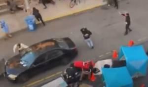 """המהומות בארה""""ב: נהג נחסם וירה על מפגין"""