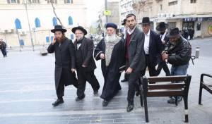 """הגר""""ש עמאר סייר בחנויות בירושלים • צפו"""
