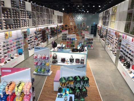 רשת חנויות WeShoes - רשת קרוקס אנד מור עוברת למיתוג חדש: WeShoes