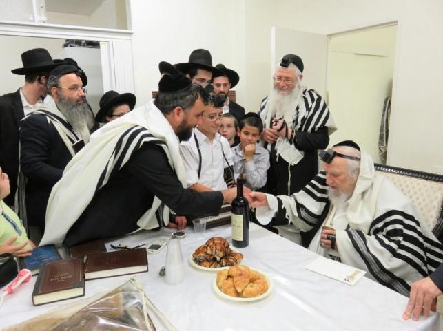 עם הרב אוירבך: ישעיהו ויין הניח תפילין לבנו