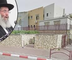 הרב קסלר על רקע בניין החיידר