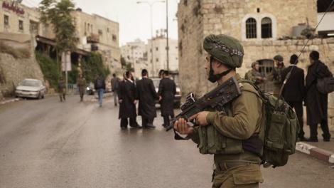 """כוחות צה""""ל בחברון - כ-1000 מתפללים נכנסו הלילה לקבר יוסף"""