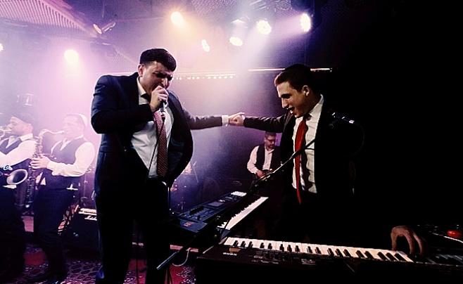 קובי ברומר & בני לאופר  - 'מחרוזת חתונה' • קליפ