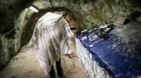 מתפללים במערת אביי ורבא • צפו בתיעוד