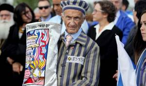 ממראות יום השואה באושוויץ