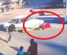 צפו: הילדה נדרסה, אנשים הרימו את הרכב