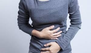 זה נורמלי: נשים מרגישות בעיטות בלי הריון