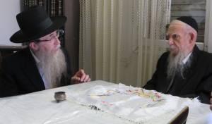 """הרב פריינד עם הגרי""""ג אדלשטיין ראש ישבת פוניבז', מורו ורבו"""