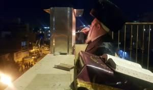 צפו: הרבי מפרמישלאן ערך הדלקה וחלאקה