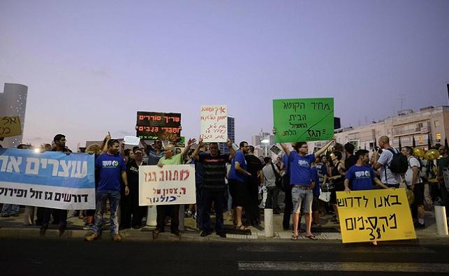 מפגינים בתל אביב, הערב