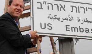 שלטי שגרירות ארצות הברית נתלו בירושלים