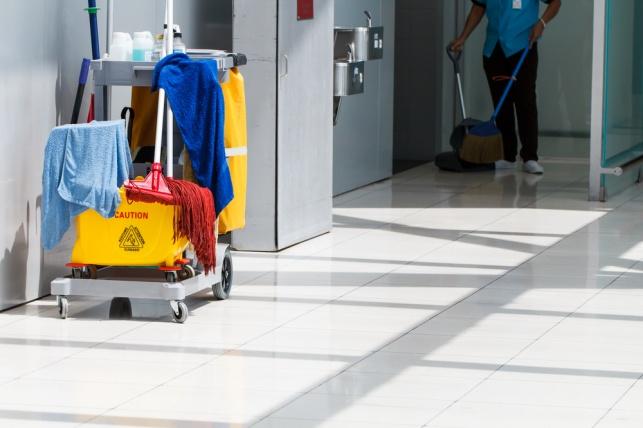 עובדת זרה לא הוחזרה לאחר חופשת לידה – המעסיקה תשלם על הפרת החוק