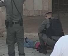 שוטרת נפצעה קל בניסיון פיגוע דקירה בי-ם