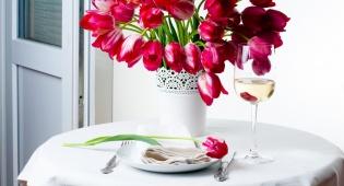 סידור פרחים נקי ומונוכרומטי