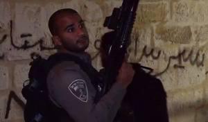 המשטרה פשטה על 'א טור', 20 נעצרו