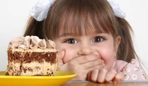 כמה זה נורא לשחד או להעניש ילדים בעזרת אוכל?