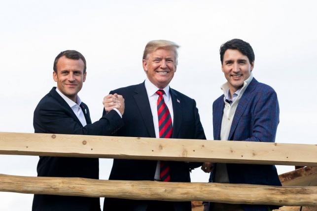 טראמפ עם מקרון וטרודו בפסגה