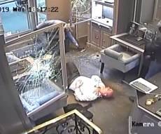 לאור יום: שודדים רוקנו את חנות התכשיטים