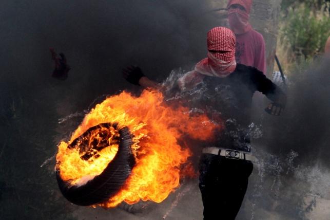 סוכל פיגוע: פלסטינים הניחו בלון גז בתוך צמיג בוער  בכיש 443