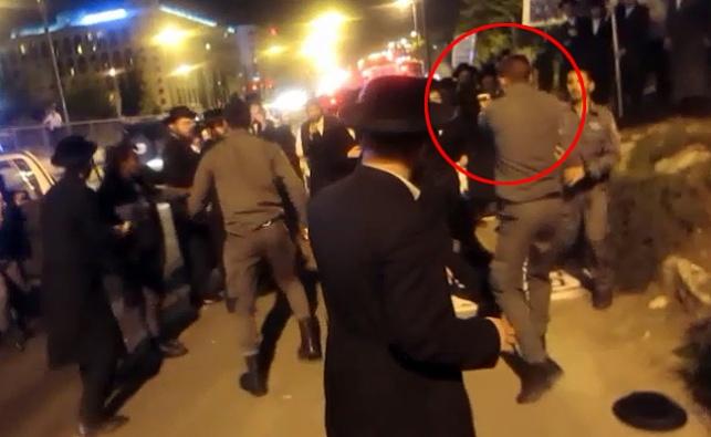 """המשטרה: """"המון זועם התקיף את השוטרים באבנים ומקלות"""""""