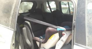 צפו בתיעוד: שני ילדים חולצו מהרכב הנעול