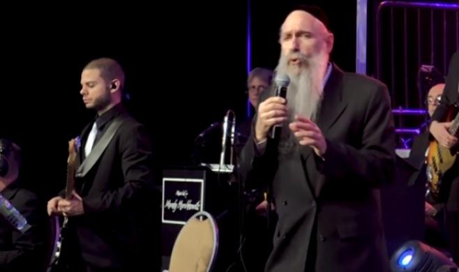 מרדכי בן דוד מרגש עם הלהיט של ביגון • צפו