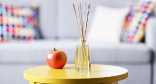 איך להכין בבית מפזר ריח בניחוח האהוב עליכם