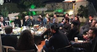 מאזינים לרב הורביץ - בלב בני ברק: ה'סלבס' התקבצו לערב חנוכה